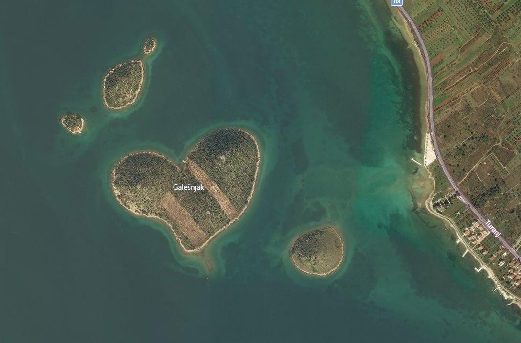 Love Island Galešnjak vanuit de lucht