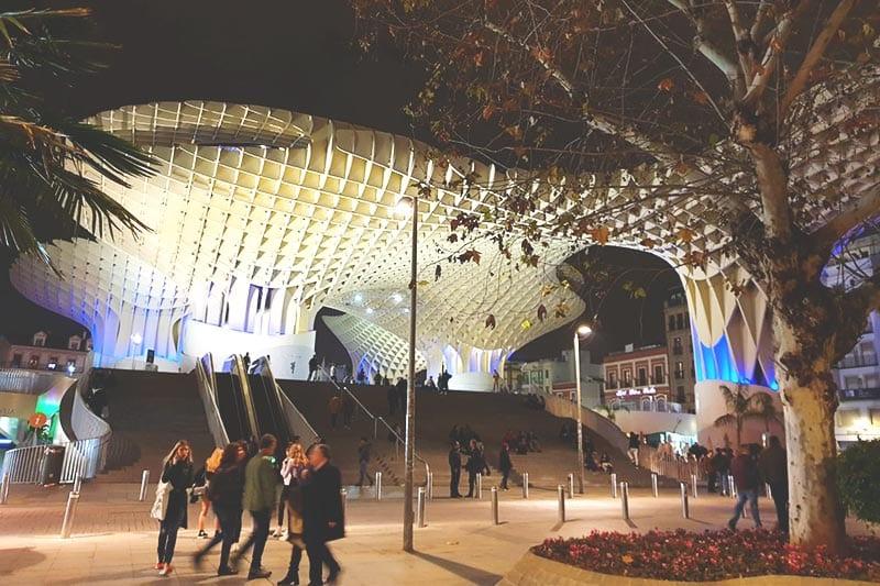 De Metropol Parasol 's avonds