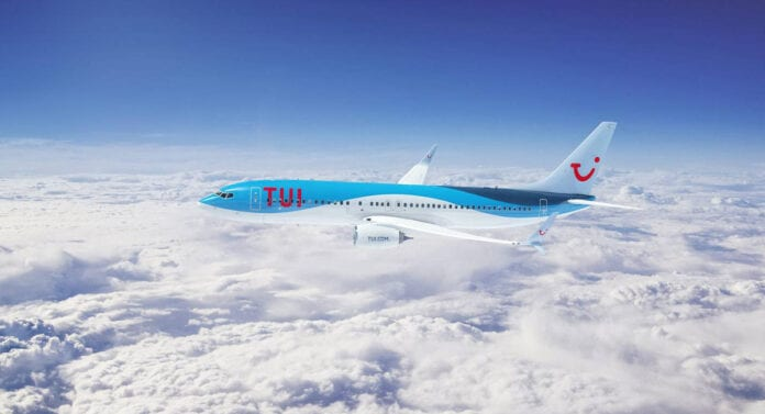TUI vliegtuig in de lucht
