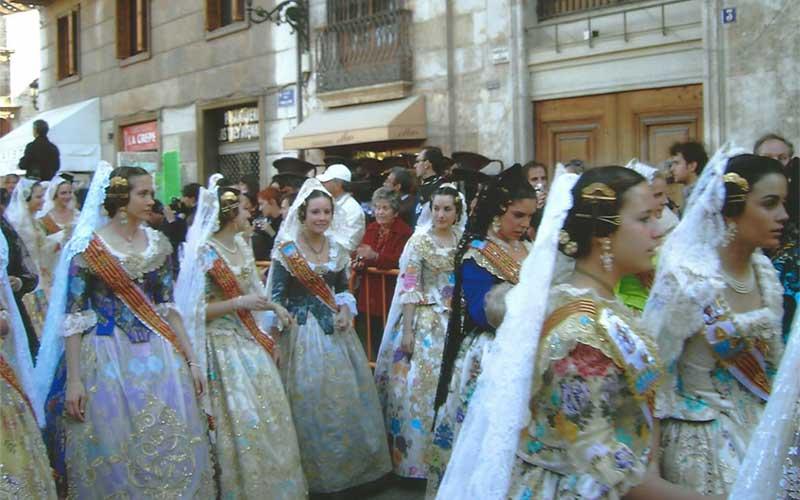 Vrouwen tijdens Las Fallas in Valencia