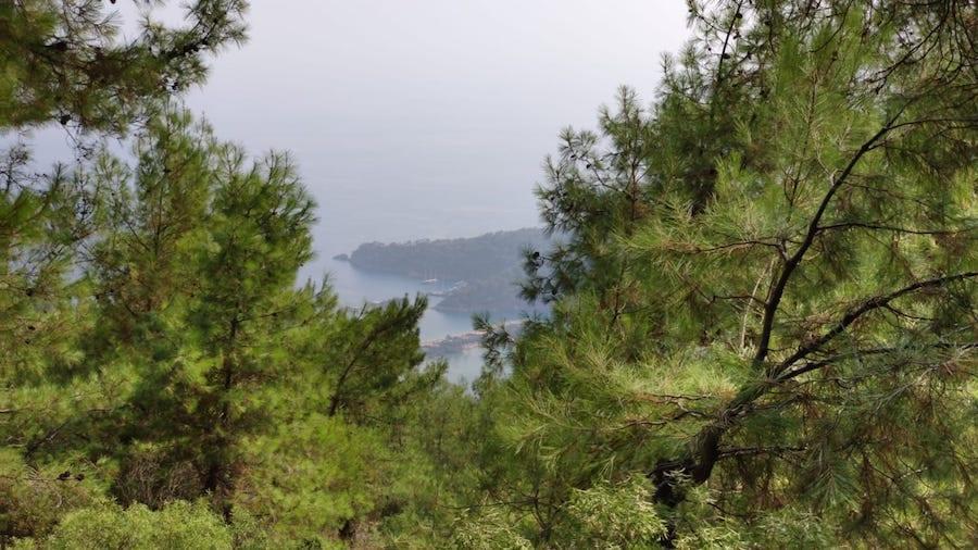 Uitzicht over de Blue Lagoon in Ölüdeniz Tabiat Parki Fethiye