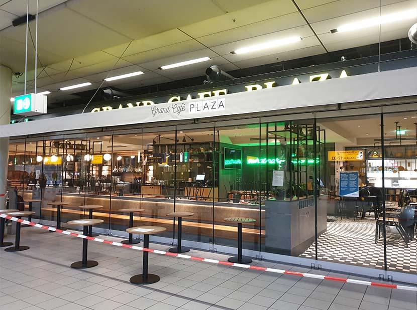 Gesloten bar op Schiphol