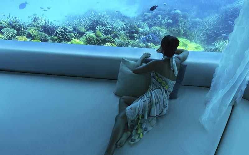 Zicht in zee vanuit Huvafen Fushi op de Malediven