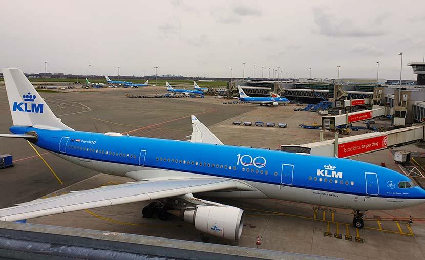 KLM vliegtuigen bij de gates
