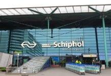 Aankomsthal Schiphol buiten