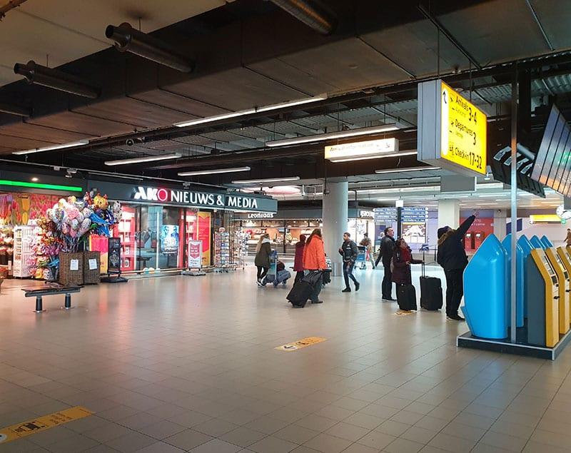 Winkel stationshal Schiphol