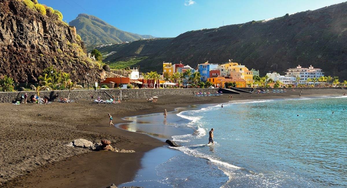 Strand van Tazacorte op La Palma Canarische eilanden