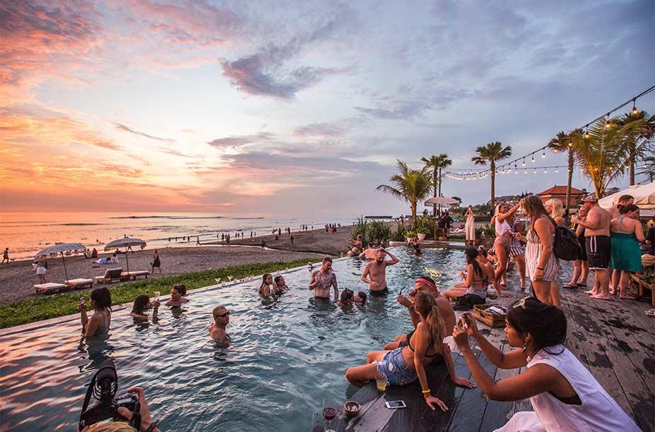 Tip voor Bali: genieten bij Beach Lounge bar The Lawn in Canggu