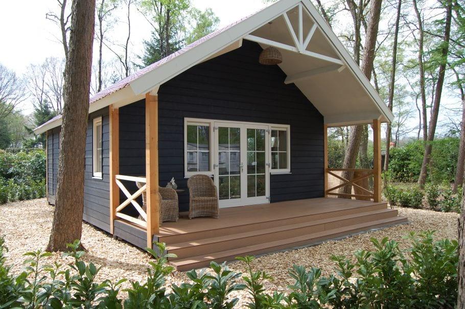 Houten bungalow gelegen in het bos bij Ruurlo