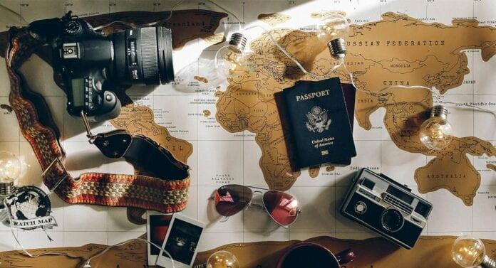 Wereldkaart met paspoort