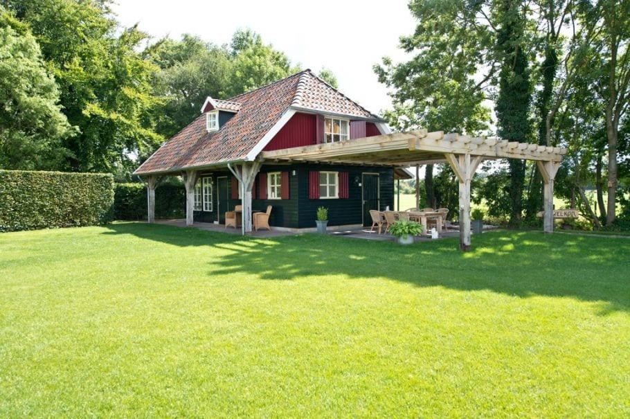 Vakantie in Nederlan in deze vakantieboerderij omgeven door groen in De Heurne