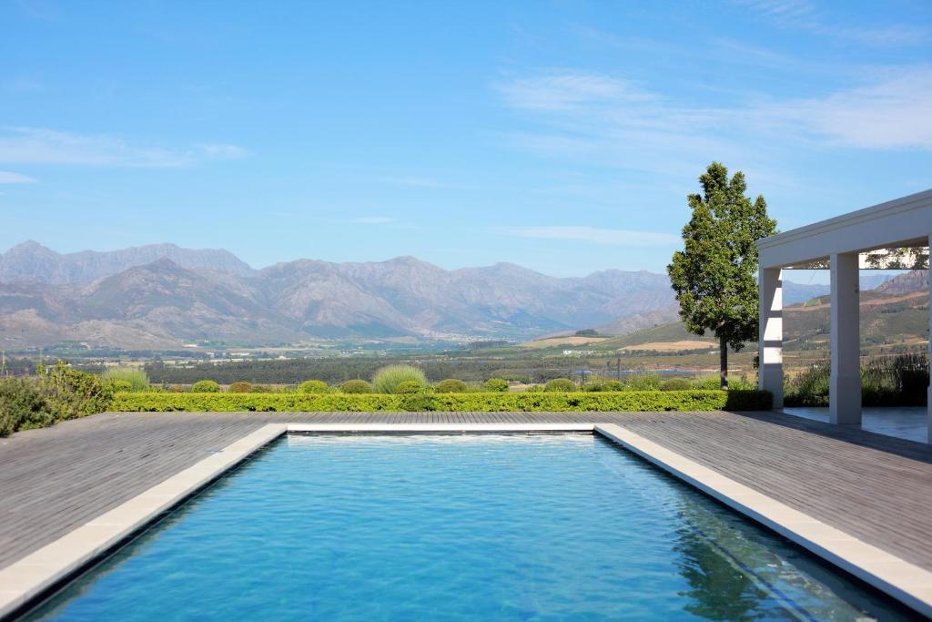 Zwembad met uitzicht van Boschendal Farm Estate