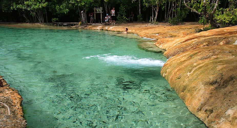 Het heldere water bij Emerald pont