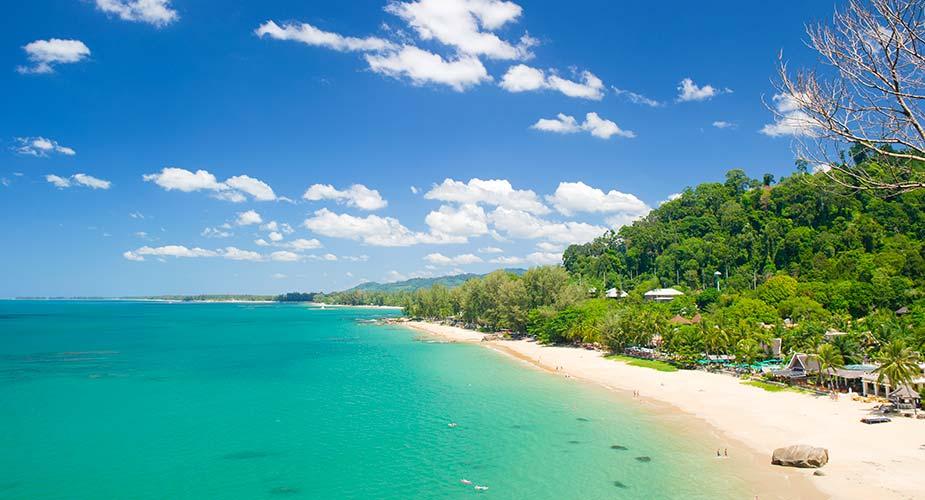Relaxen aan dit mooie strand van Khao Lak