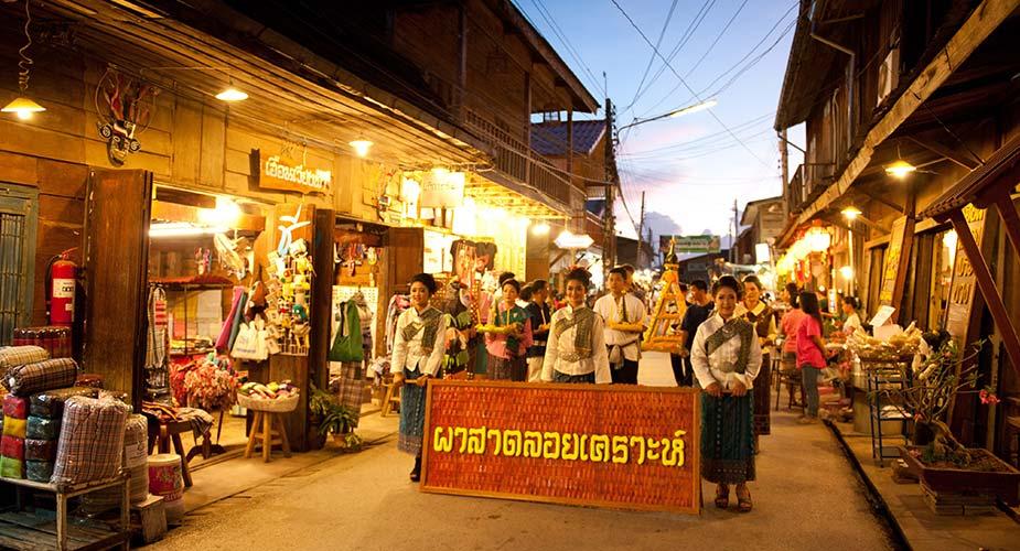 Tip voor je reis naar Thaiand: geniet van de gezelligheid op de avondmarkt in Chiang Khan