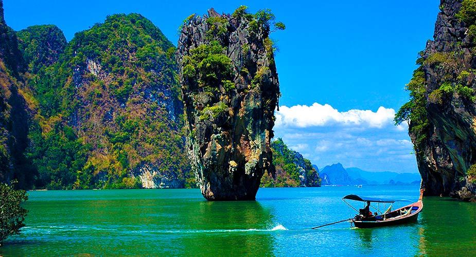 Tip voor je reis naar Thailand, bezoek de  baai van Phang Nga