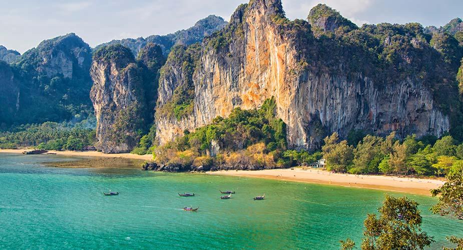 Het strand van Railay beach bij Krabi