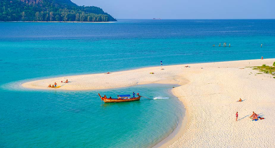 Genieten aan een van de stranden van Koh Lipe