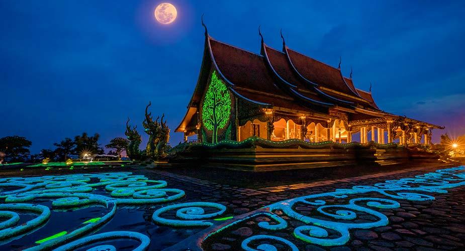 De 'glow in the dark' tempel bij Wat-Phu-Phrao-bij-Ubon-Ratchathani