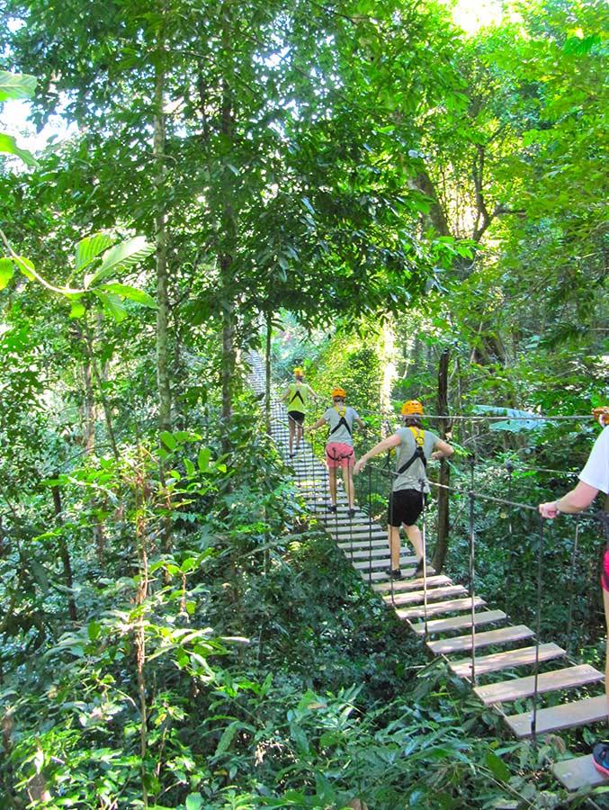 Avontuur in de boomtoppen in Thailand