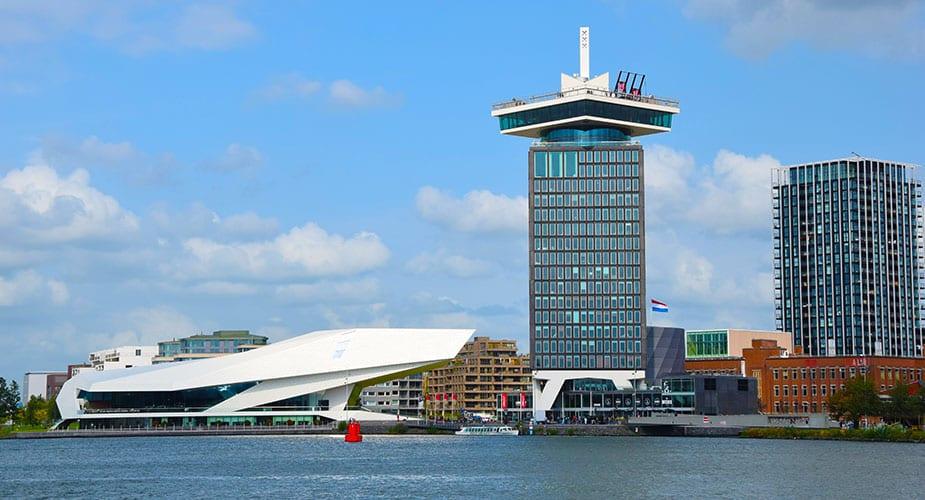 Het EYE Museum en de Lookout Adam toren in Amsterdam