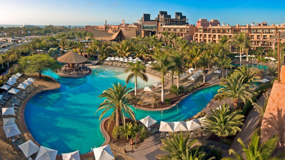 Zwembad en tui van Lopesan Baobab Resort Gran Canaria