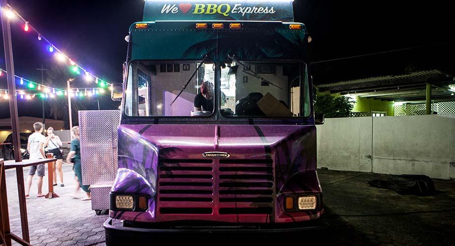De truck van de BBQ Express op Curacao