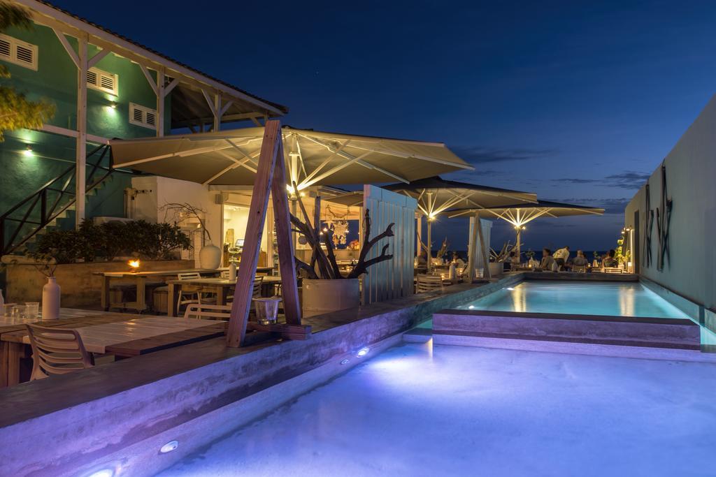 Verlicht zwembad van BijBlauw op Curacao