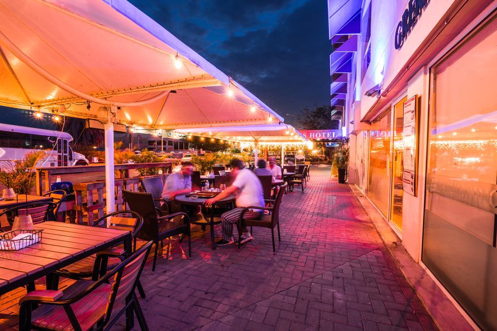 Terras bij City Suites op Curacao