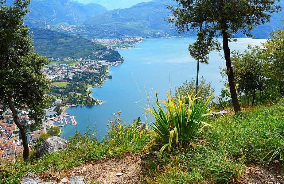Uitzicht op het Garda meer van Italie