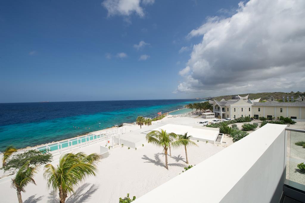 Strand bij Papagayo Beach Hotel Curacao
