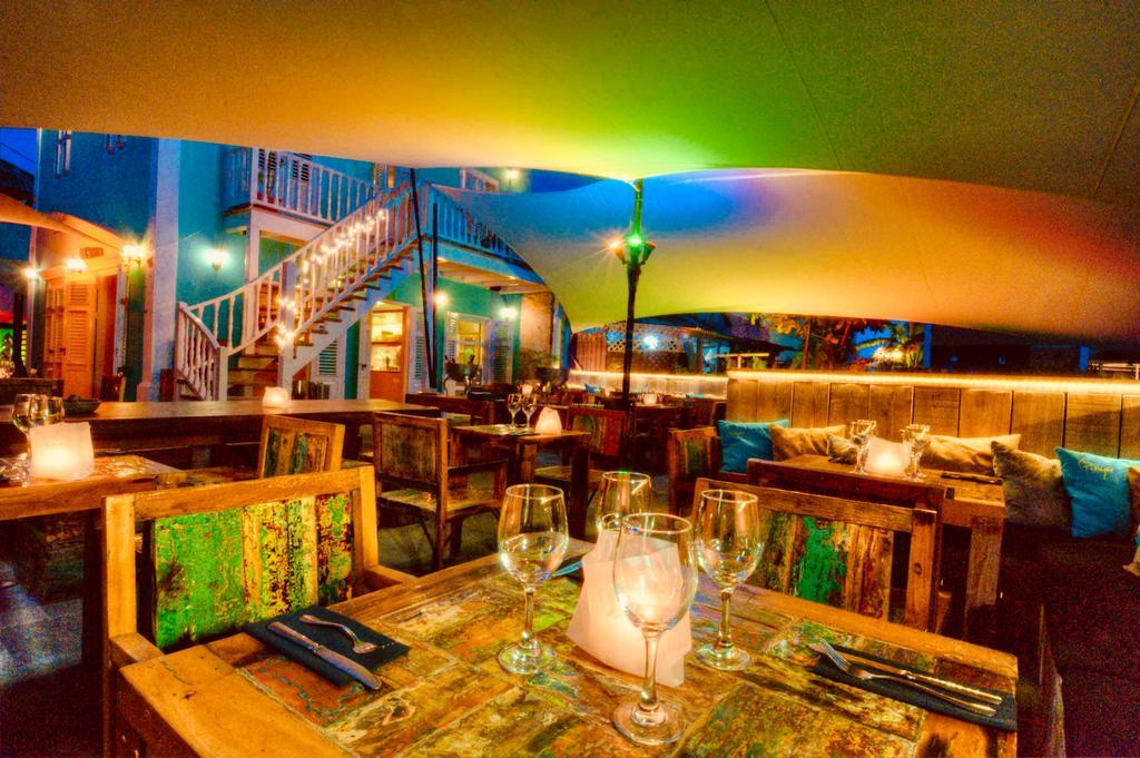Terras bij Pietermaai Boutique Hotel op Curacao