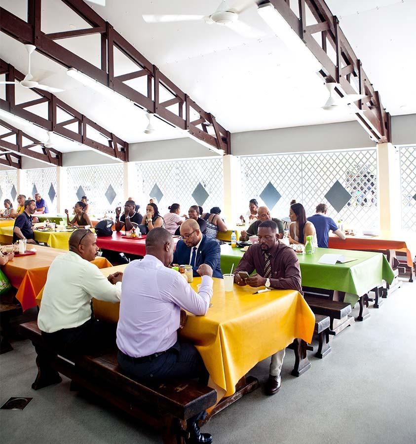 Eten bij Plasa Bieu