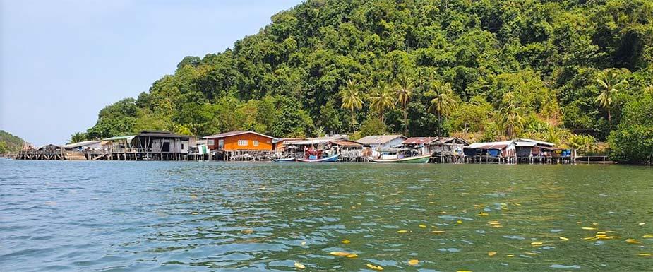 Salakkok Fishing Village op Koh Chang, een van de mooie eilanden in Thaiiland