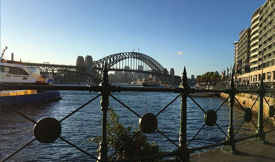 Zicht op de Harbour Bridge in Sydney