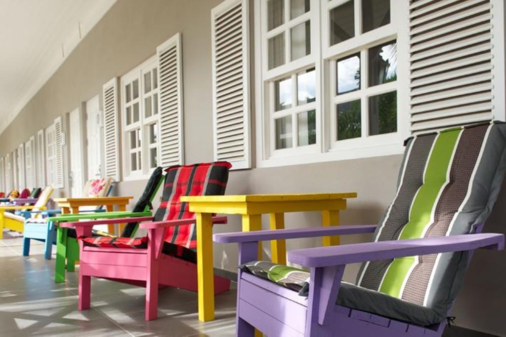 Terrasje bij kamer Trupial op Curacao