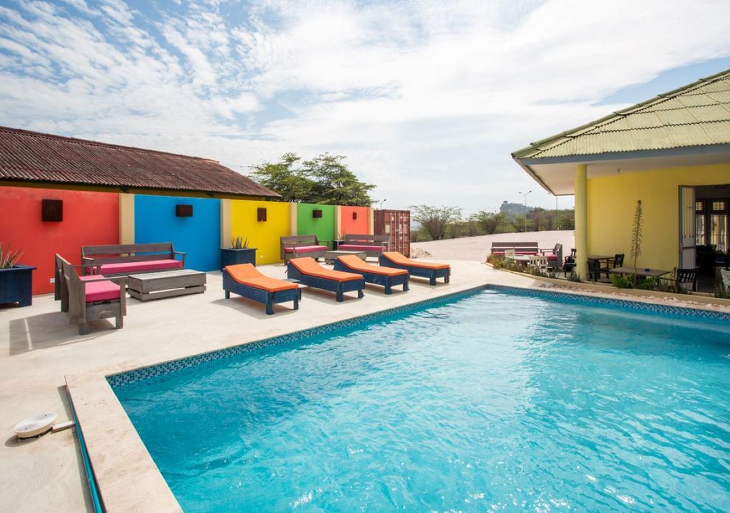 Zwembad van Willenstad Resort op Curacao op