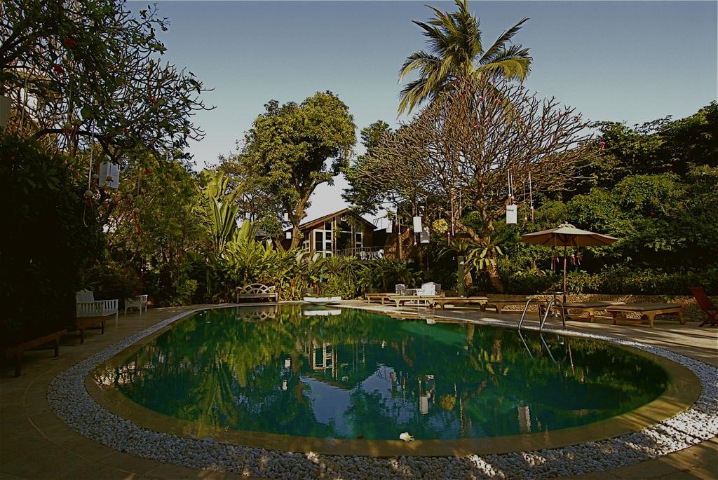 Zwembad van Chakrabongse Villas