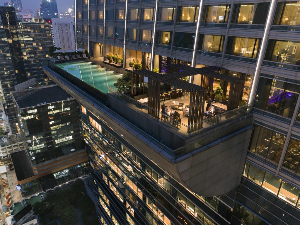 Zwembad van Okura Prestige Bangkok