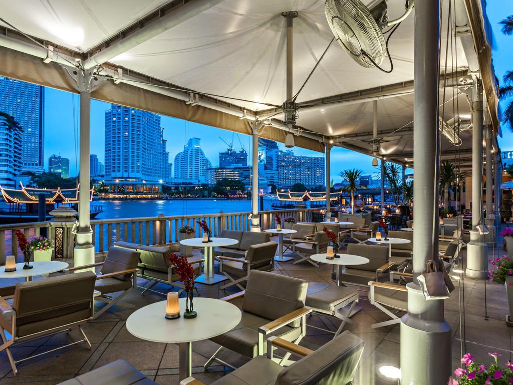 Terras aan de rivier van het Peninsula Hotel Bangkok