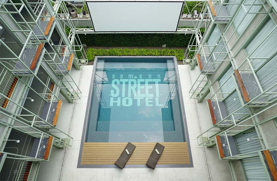 Zwembad van het Samsen Hotel in Bangkok