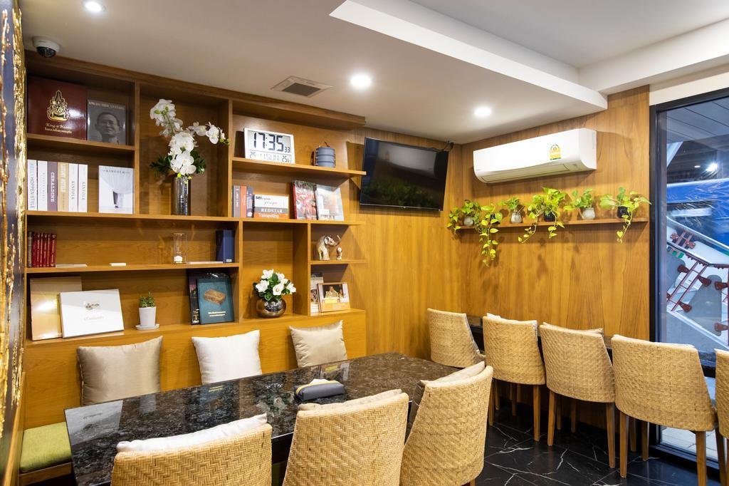 Lounge van het Sukhon Hotel in Bangkok
