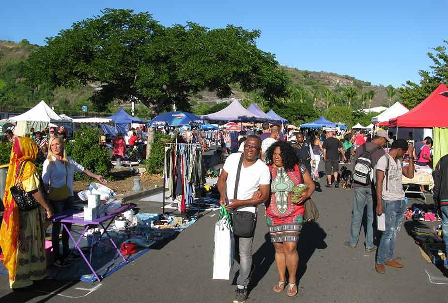 Kraampjes op de vlooienmarkt in Saint Paul