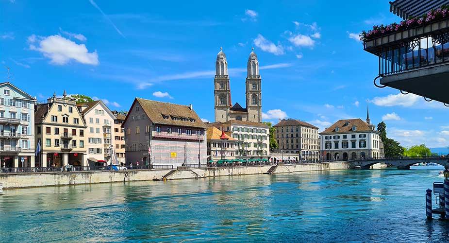Uitzicht Zurich op de Grossmunster