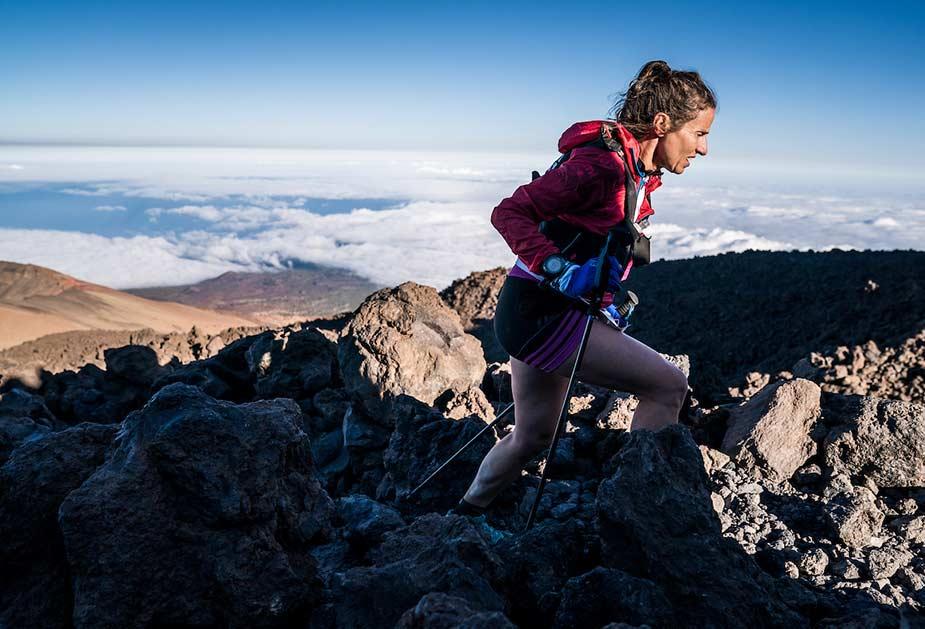 Actieve hiker in het landschap van Tenerife