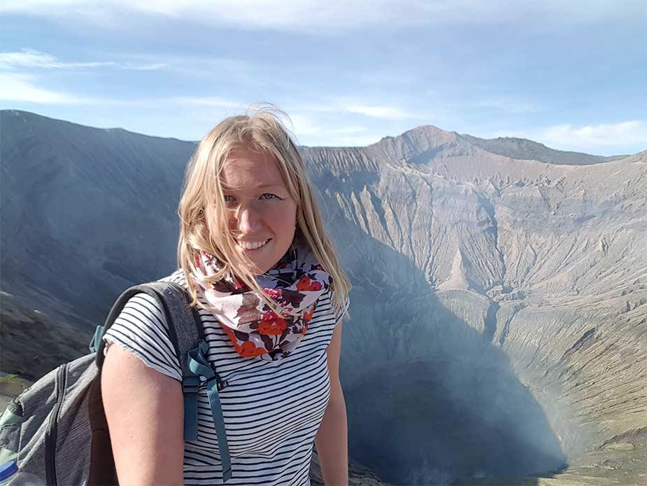 Manon met uitzicht op de krater