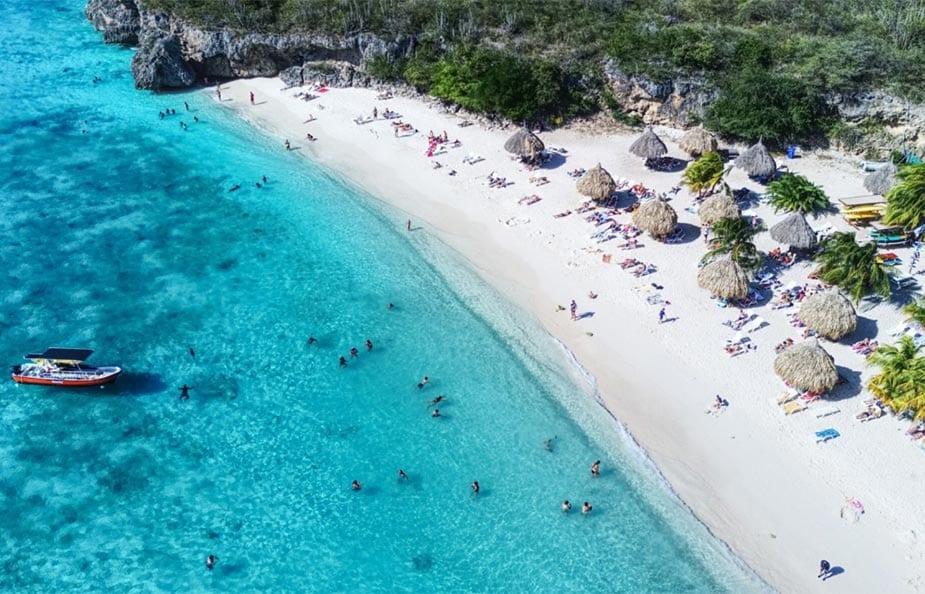 Luchtfoto van het strand van Playa Cas Abao