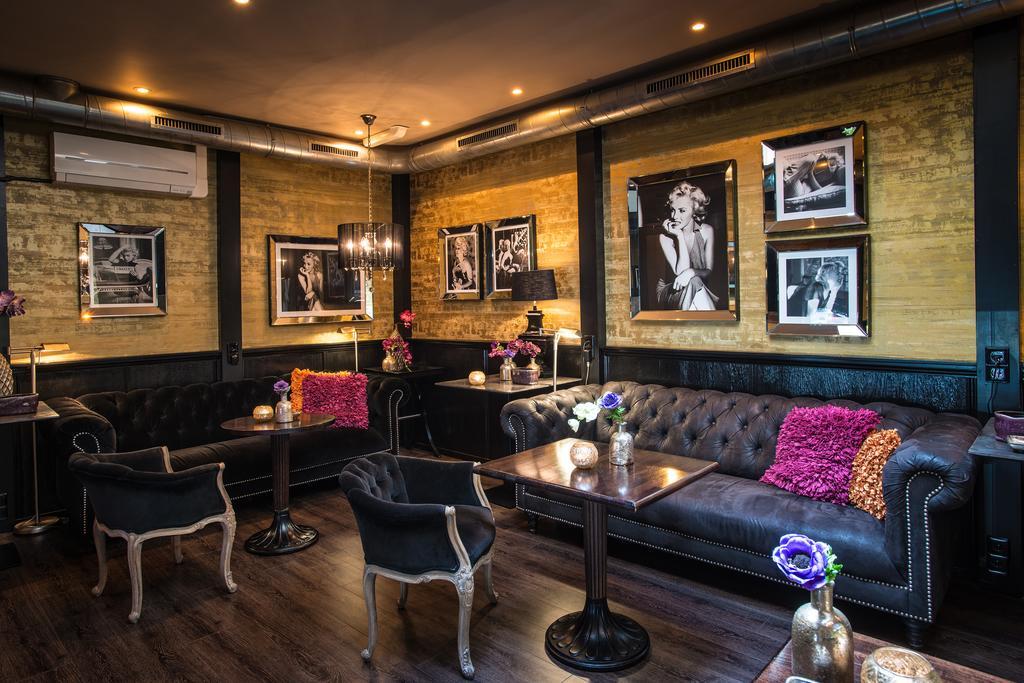 Interieur van de lounge van Sebastians in Amsterdam