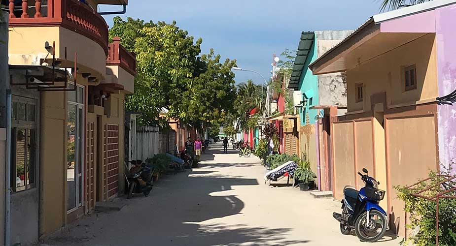 Straatje op Maafushi waar locals wonen