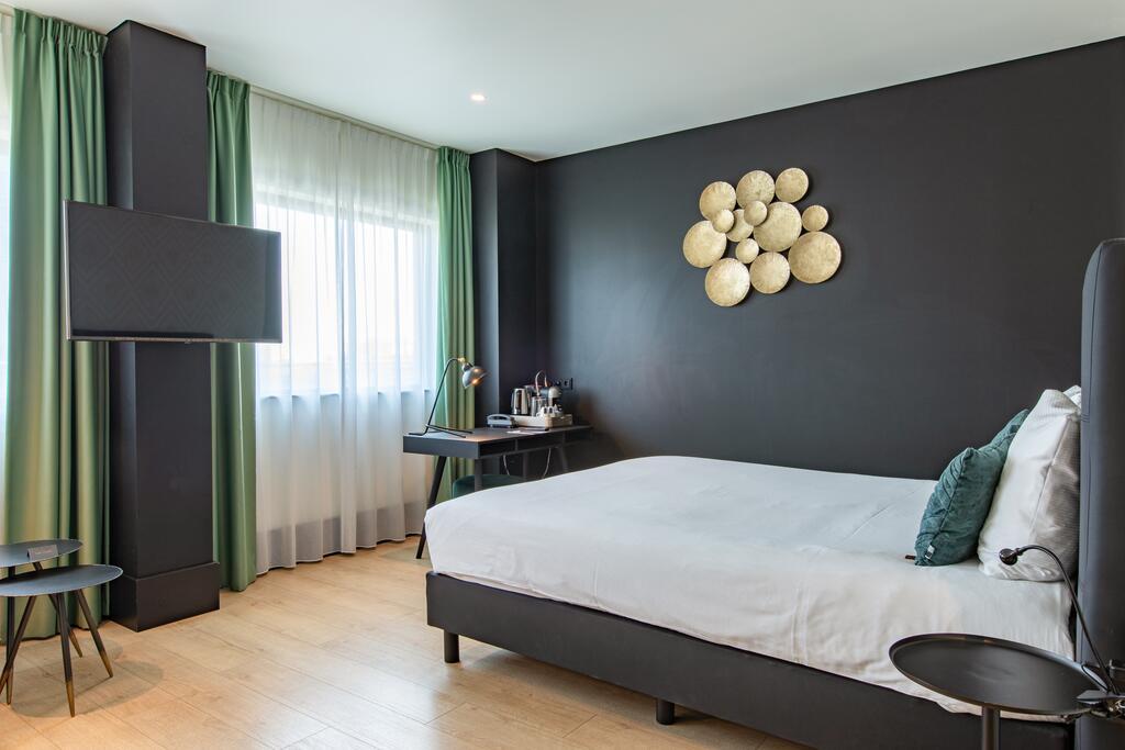 Interieur slaapkamer van The James in Rotterdam